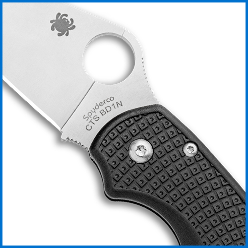 Knife thumb hole